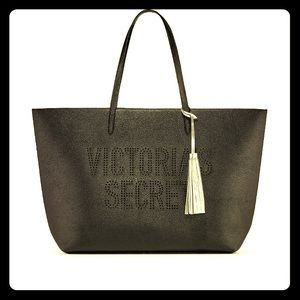 💕 NWT VS beautiful leather tote with tassel 💕